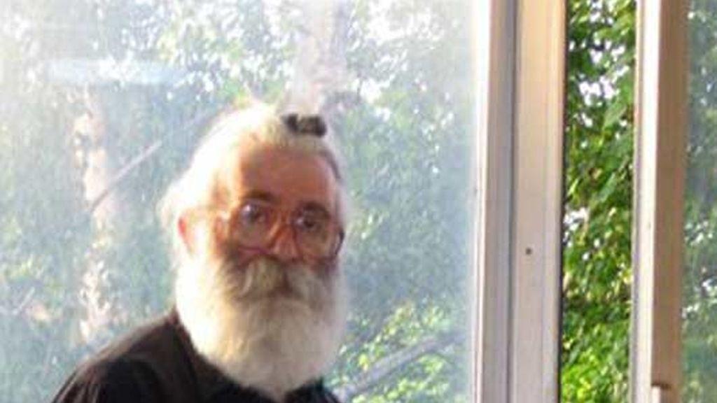 Con gafas y barba blanca