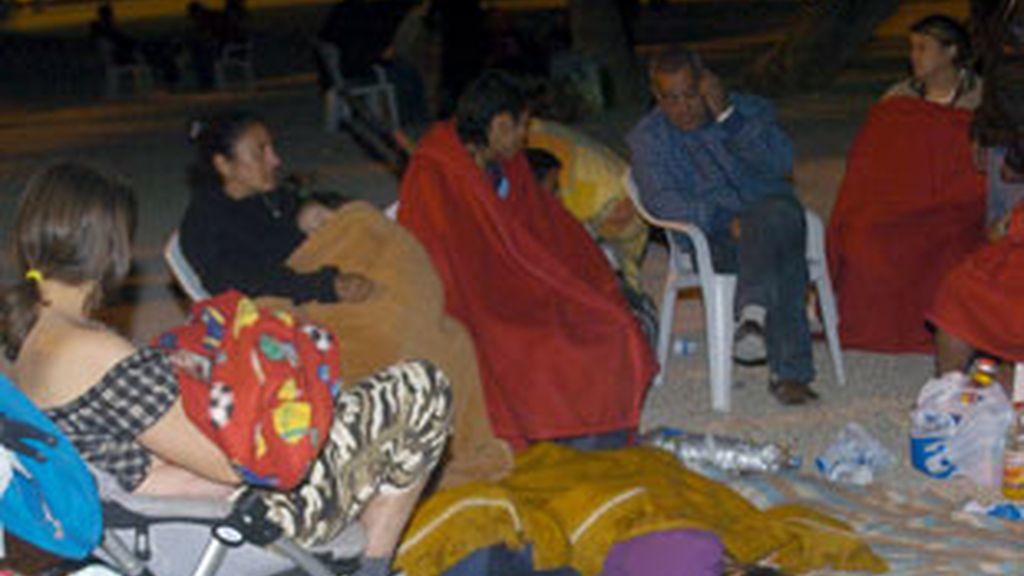 Una mujer se pone de parto en un campamento de Lorca. Foto: EFE.