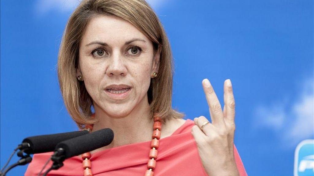 La candidata del PP a la Presidencia de Castilla-La Mancha, María Dolores de Cospedal, durante un encuentro con simpatizantes en la localidad conquense de Tarancón en el sexto día de su campaña electoral. EFE