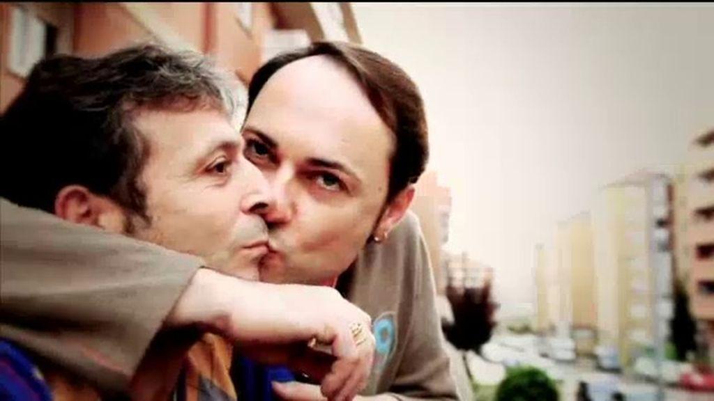La primera pareja homosexual que adopta un niño en Euskadi, en 'Me cambio de familia'