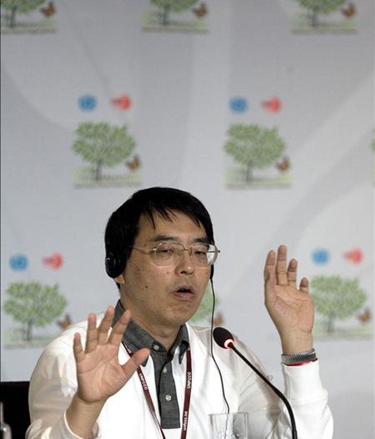 El subdirector general de Asuntos Globales del Ministerio japonés de Asuntos Exteriores, Akira Yamada, en una rueda de prensa ofrecida en la XVI Conferencia de las Partes de la ONU sobre Cambio Climático que se desarrolla en Cancún (México). EFE
