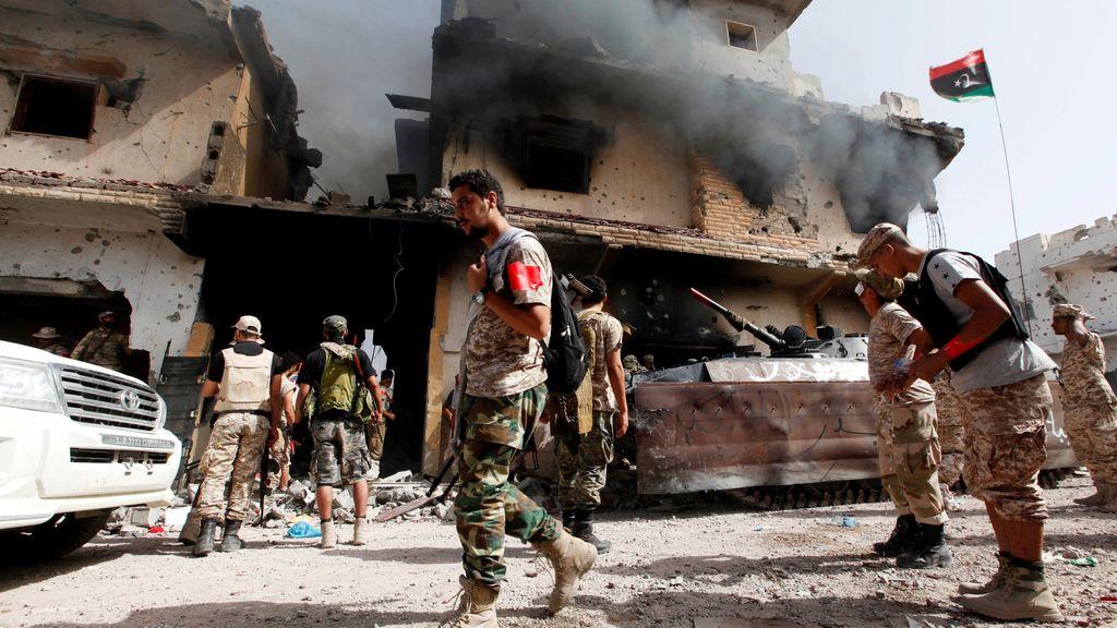 El ejercito de Libia, deféndiendose con tanques