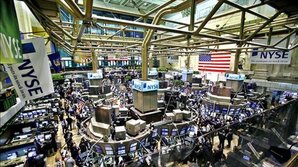 Al cierre de la sesión en la Bolsa de Nueva York, el índice Dow Jones de Industriales retrocedió el 0,72% (78,41 puntos) para instalarse en 10.751,27 unidades. EFE/Archivo