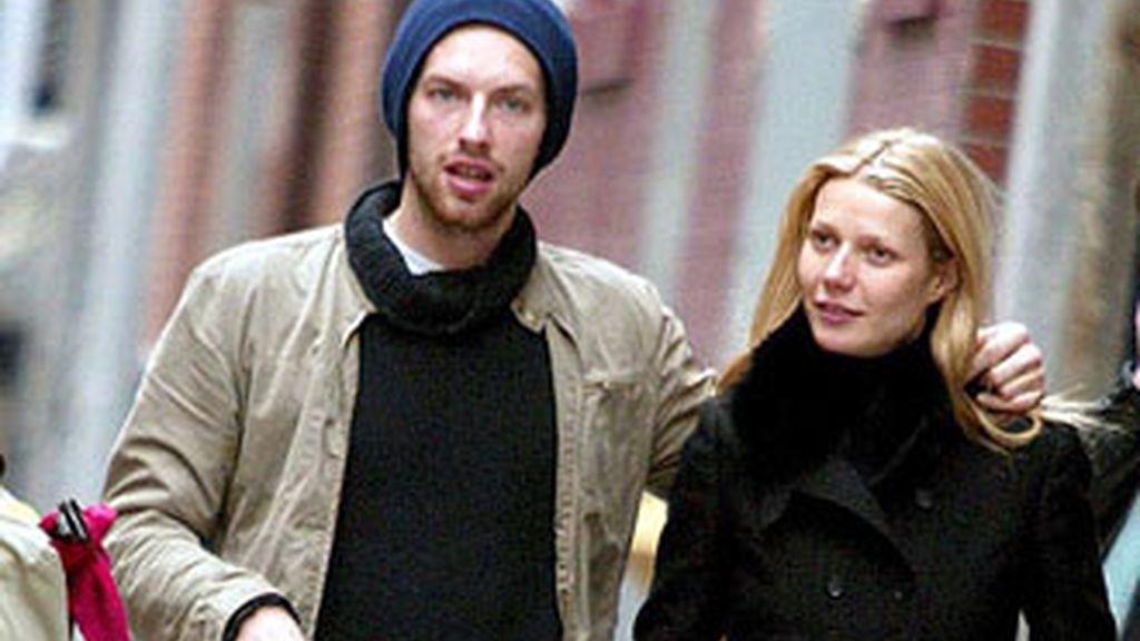 Chris Martin y Gwyneth Paltrow pasean juntos en una foto de archivo.