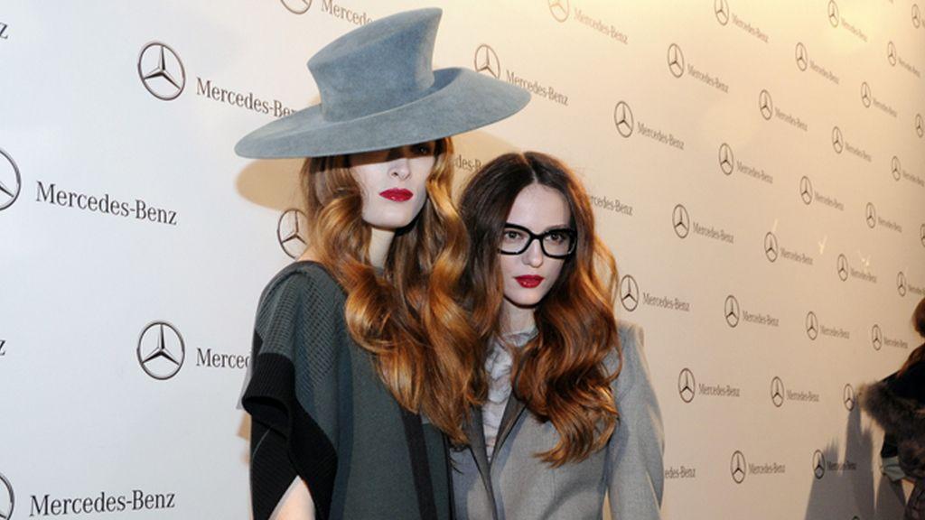 Un par de modelos a punto de enfrentarse al público cibelino