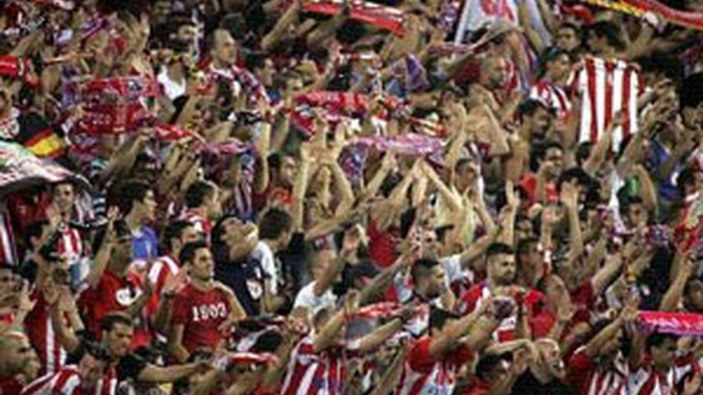 Algunos aficionados del Atlético hicieron cánticos afensivos al fallecido Antonio Puerta. Foto: EFE