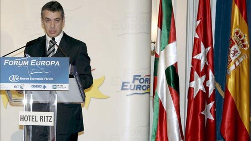 El presidente del PNV, Iñigo Urkullu, durante su intervención en el ciclo sobre las elecciones vascas del Fórum Europa celebrado hoy en Madrid. EFE