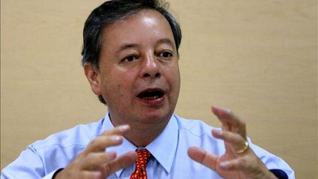 """El ministro colombiano de Defensa, Gabriel Silva, dijo que las pruebas no son """"cosa del pasado o un refrito"""", sino que demuestran que la presencia de jefes de las FARC y del ELN en Venezuela constituye """"una amenaza permanente"""" para el país. EFE/Archivo"""