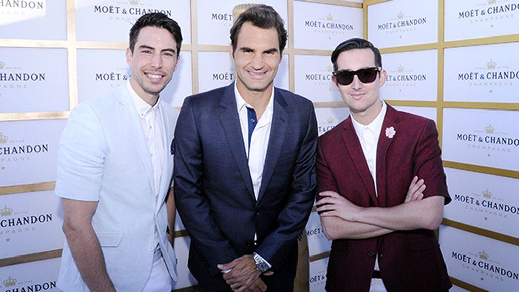 Todo un honor conocer a un astro del tenis como Roger Federer. Nuestros looks son de García Madrid