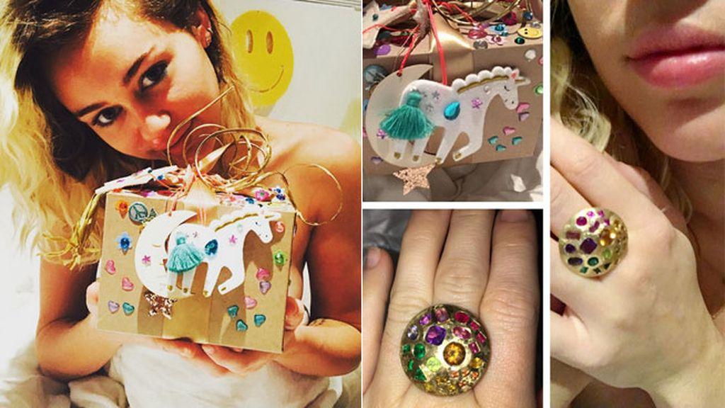 """El regalo de Liam: """"Piedra arcoíris, sabes cómo hacer brillar mis dedos"""""""