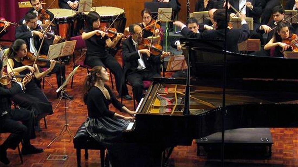 La rusa Anna Vinnitskaja durante su interpretación en la final del XLIV Concurso Internacional de Piano Premio Jaén 2002, que le valió el triunfo en el evento. EFE/Archivo