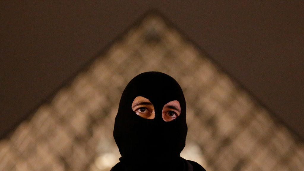 Policías encolerizados en París