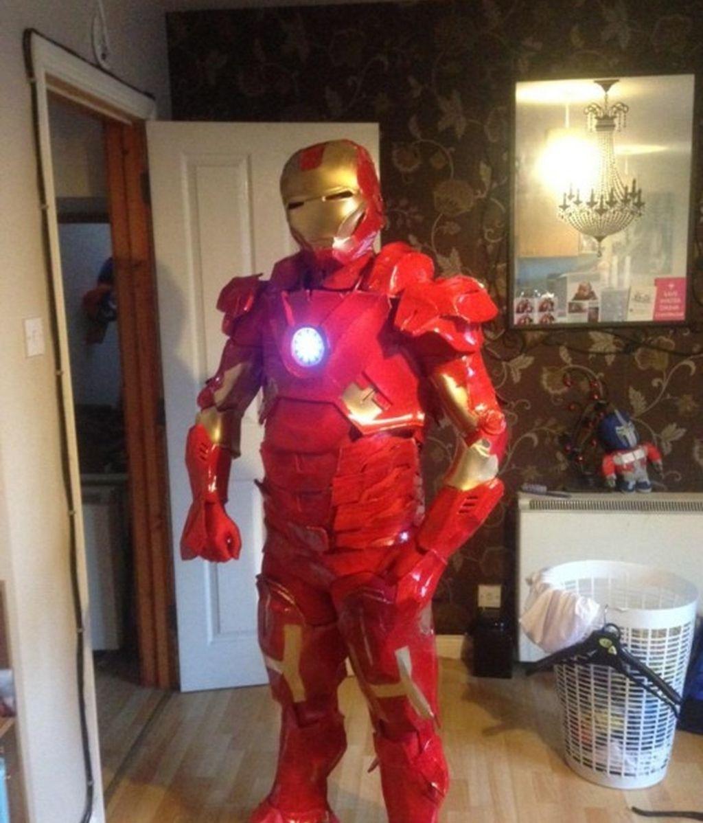 Construye un disfraz de 'Iron Man' durante 11 meses para Halloween