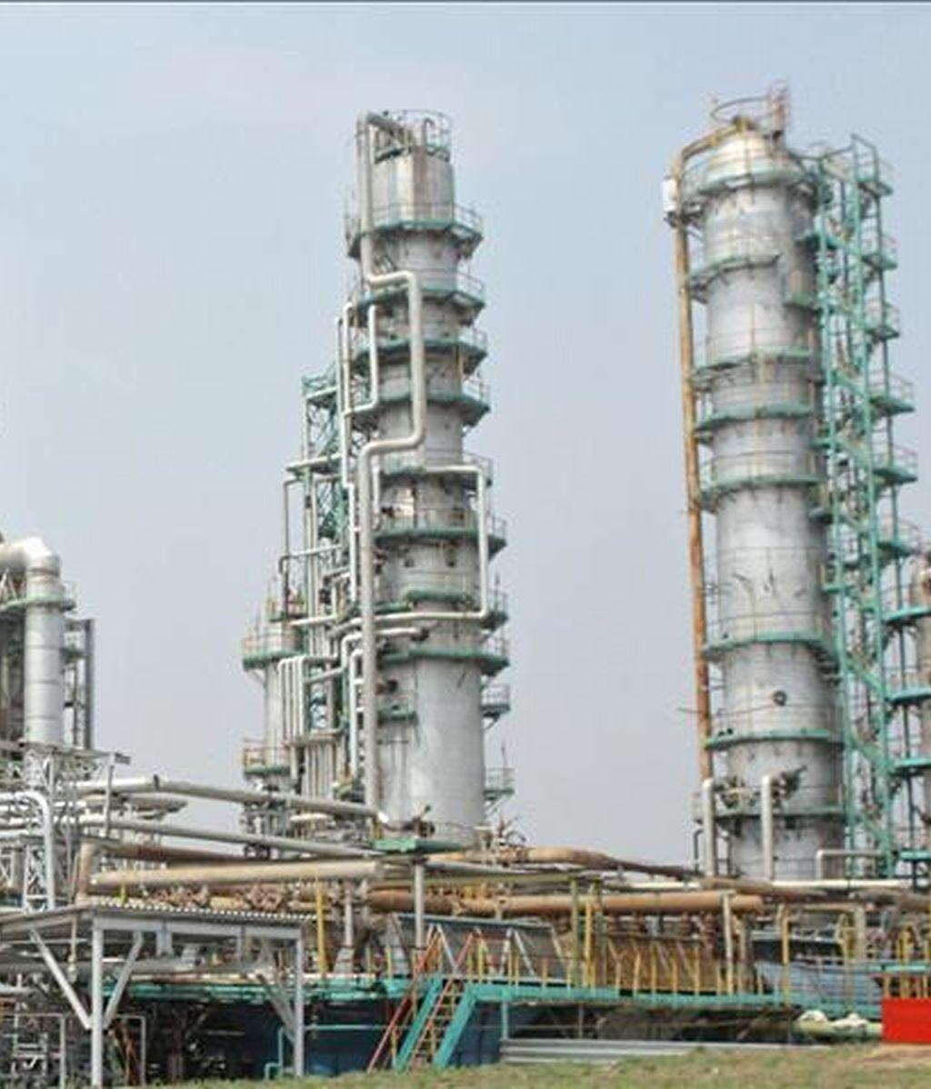 En la imagen, la refinería de petróleo de Khabarovsk (Rusia). EFE/Archivo