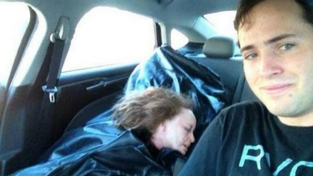 Selfie con su 'novia' muerta