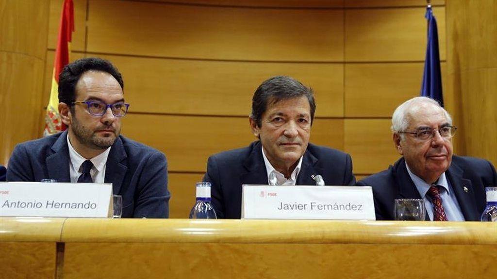 Javier Fernández dice que  el PSOE optará por el mal menor