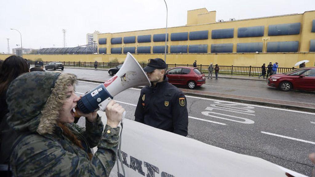 Los internos del CIE de Aluche, en huelga de hambre