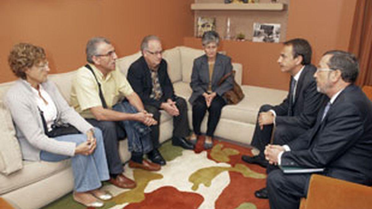 Zapatero, de visita oficial en Egipto, recibe a los padres de María Lourdes e Israel. Vídeo:Informativos Telecinco