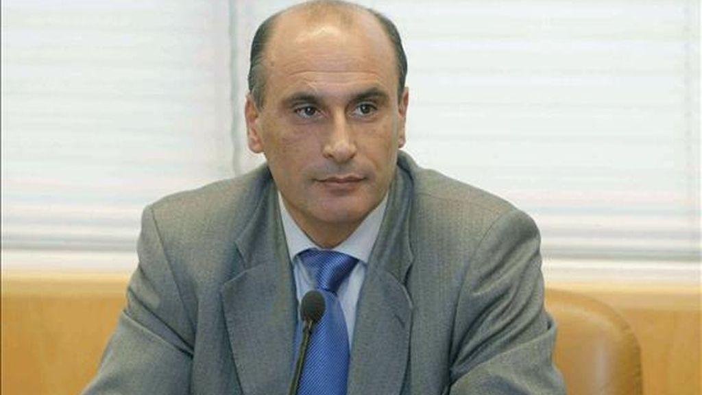 El director de Seguridad de la Comunidad de Madrid, Sergio Gamón, durante la comparecencia que realizó hoy en el Parlamento regional en relación a la supuesta trama de espionaje a políticos. EFE