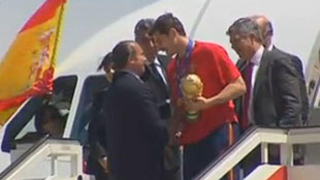 Los jugadores ya están en Madrid donde serán homenajeados durante un recorrido en autobús descubierto. Vídeo: ATLAS