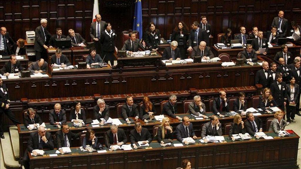 """La Cámara de los Diputados italiana aprobó hoy el proyecto de ley conocido como """"proceso breve"""", que reduce los plazos de los procesos y de prescripción de los delitos para los imputados sin antecedentes penales y que puede beneficiar al primer ministro, Silvio Berlusconi, en sus juicios pendientes. EFE/Archivo"""