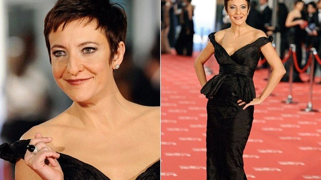 Eva Hache llegó a la gala con un vestido negro de Hannibal Laguna