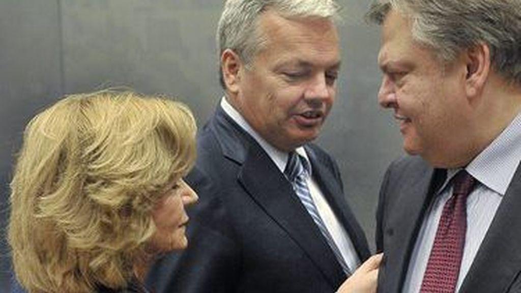 Elena Salgado, el ministro de finanzas de Bélgica, Didier Reynders y el ministro de finanzas de Grecia, Evangelos Venizelos. Foto: EFE.
