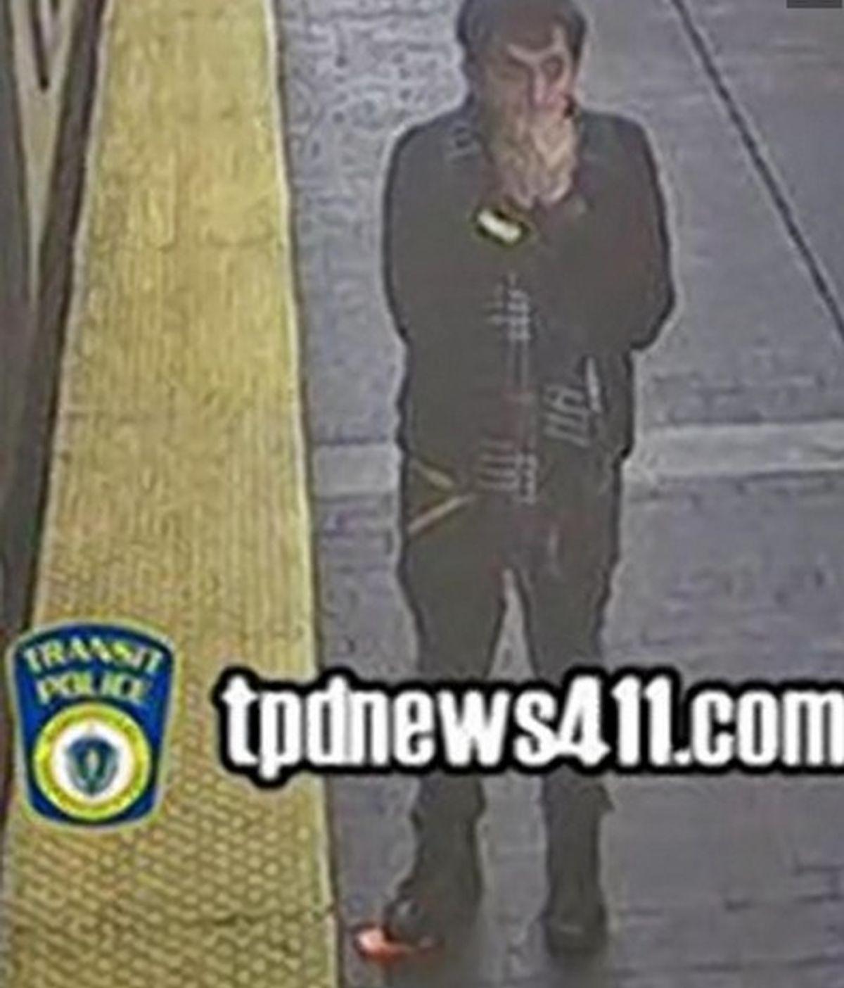 Roba el móvil a una mujer recién fallecida en el metro de Boston