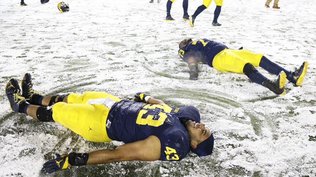 El espectáculo bajo la nieve de la NFL