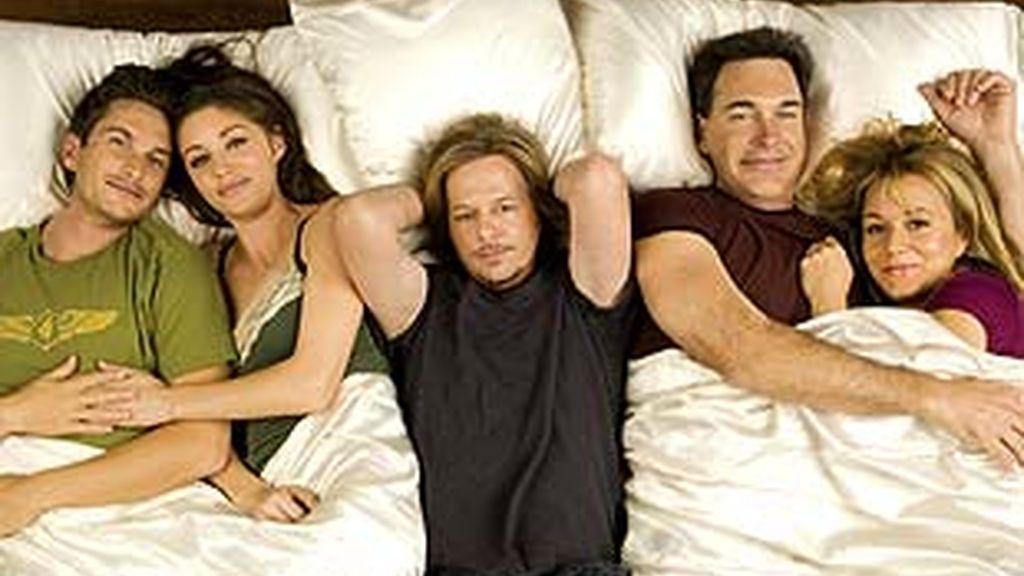 Factoría de Ficción refuerza su oferta de comedia con el estreno de 'Reglas de compromiso'
