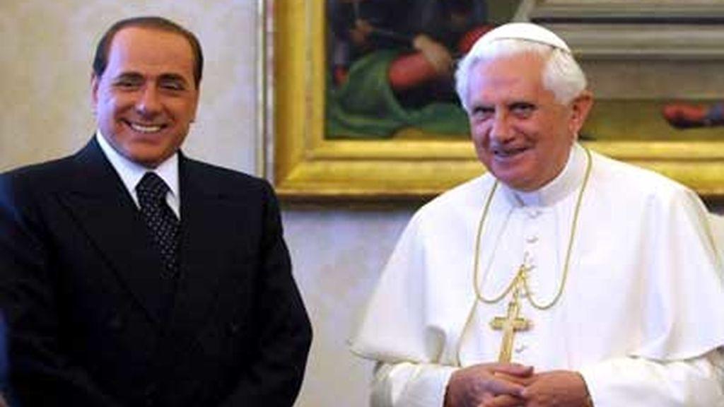El Papa y Berlusconi se han reunido en la biblioteca privada del Pontífice. FOTO: EFE