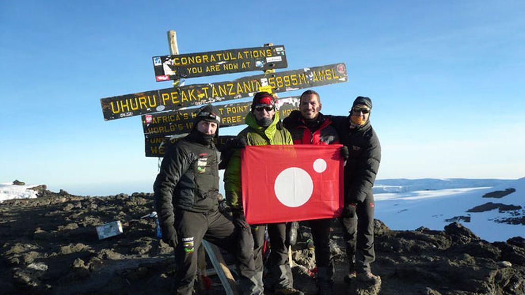 El equipo de Desafío Extremo en Uhuru Peak