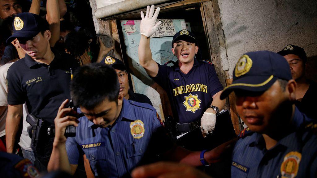 La Policía filipina en un piso donde han matado a cinco 'camellos'