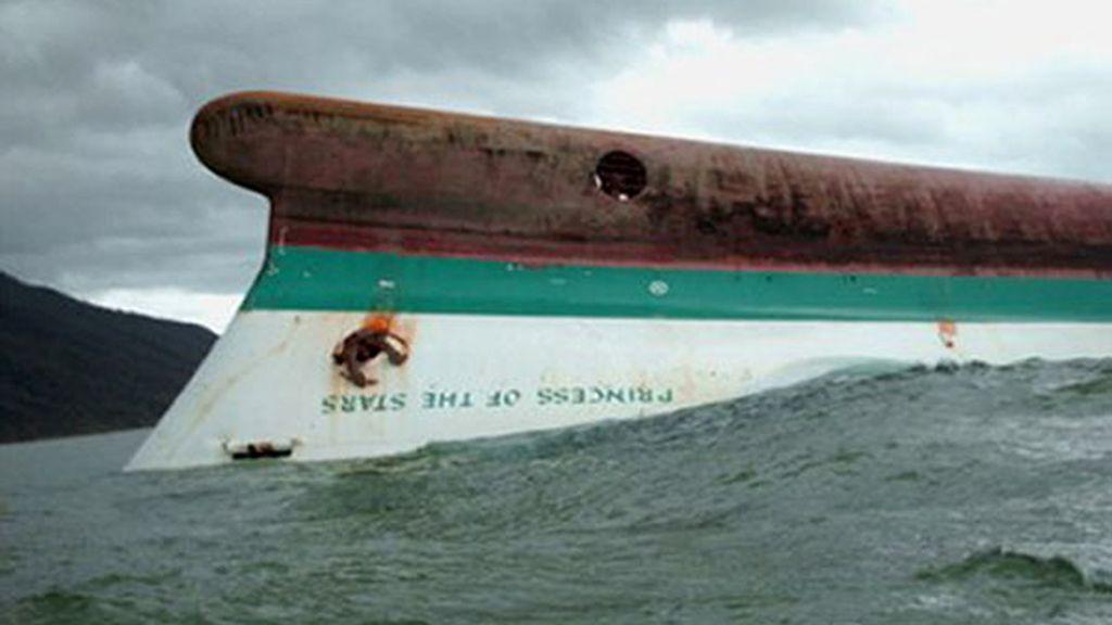 Los equipos de buzos no hallaron hoy rastro de supervivientes en el ferry que naufragó hace tres días a causa de un tifón en Filipinas con más de 800 pasajeros.