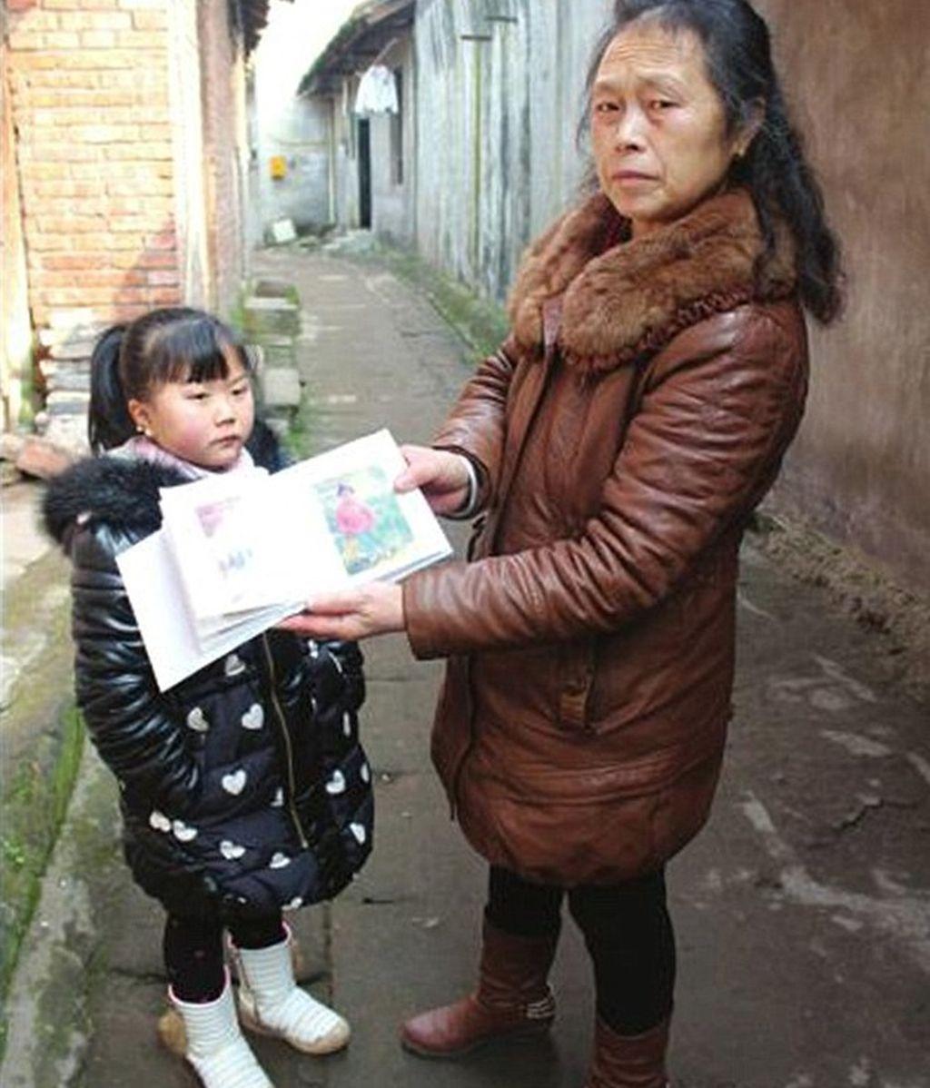 Una mujer de 20 años mantiene la apariencia de una niña de 7 años