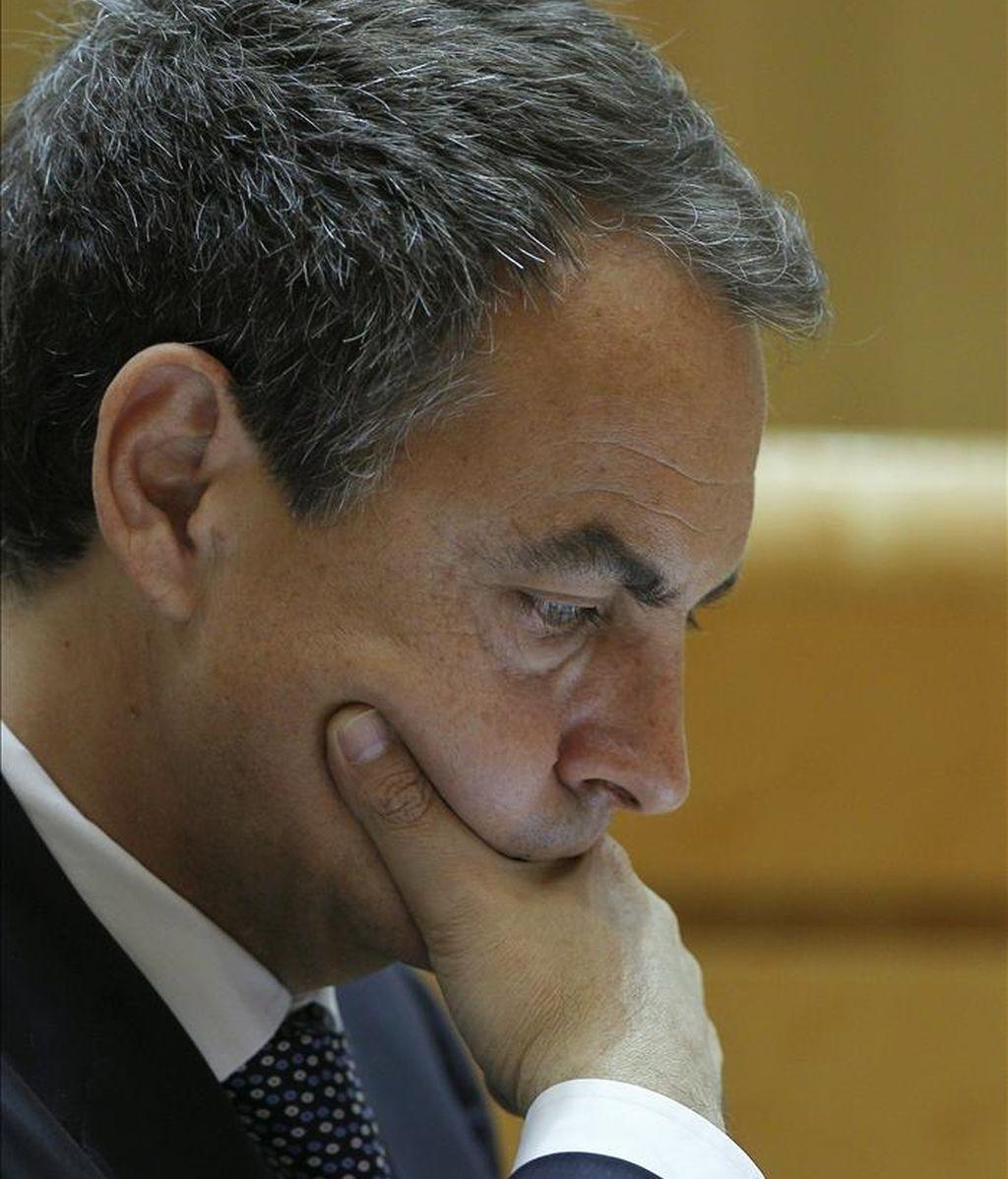 El presidente del Gobierno, José Luis Rodríguez Zapatero, durante el pleno que se celebra esta tarde en el Senado. EFE