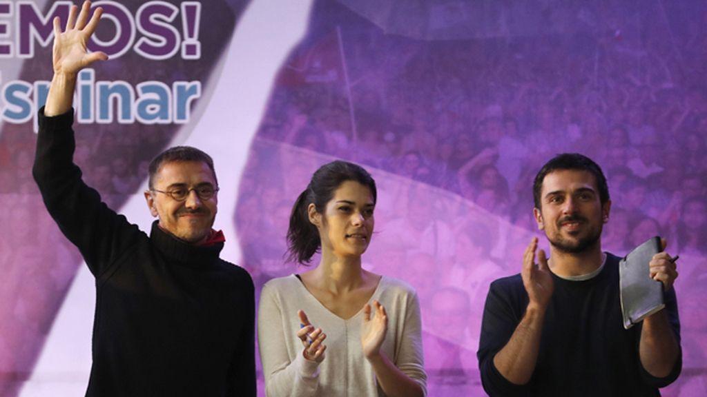 Espinar cierra la campaña de 'Juantas podemos' acompañado de Monedero e Isabel Serra