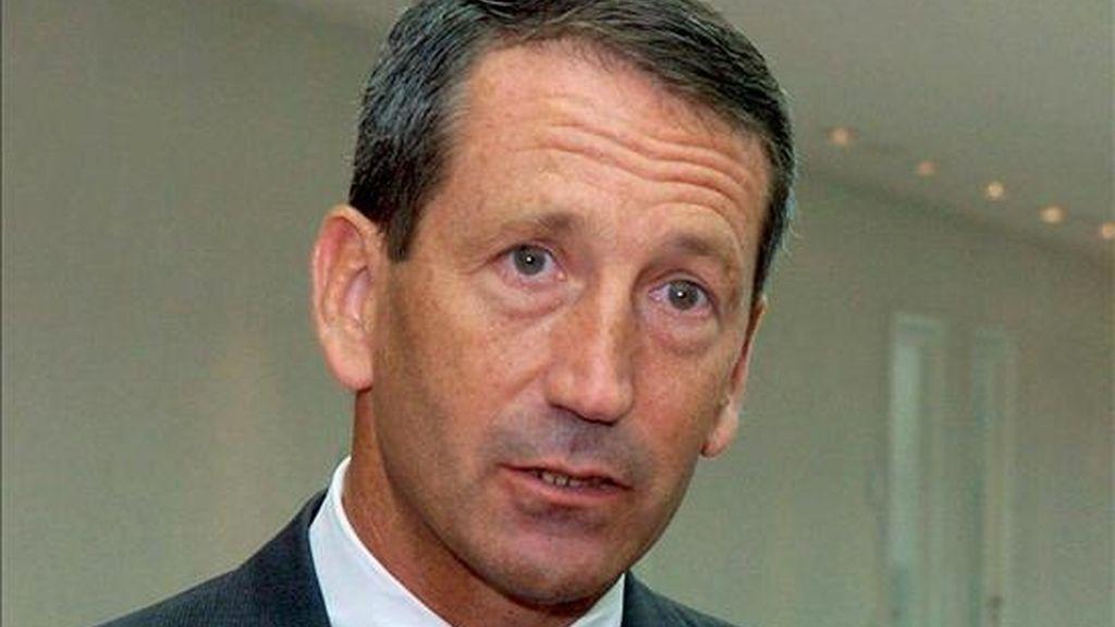 Imagen de archivo tomada el 21 de junio de 2004 que muestra al gobernador de Carolina del Sur, Mark Sanford, durante una visita a Munich, Alemania. EFE/Archivo