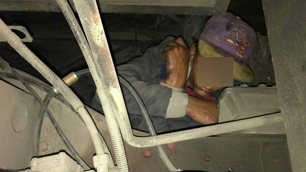 Un menor rescatado de un autobús en Ceuta