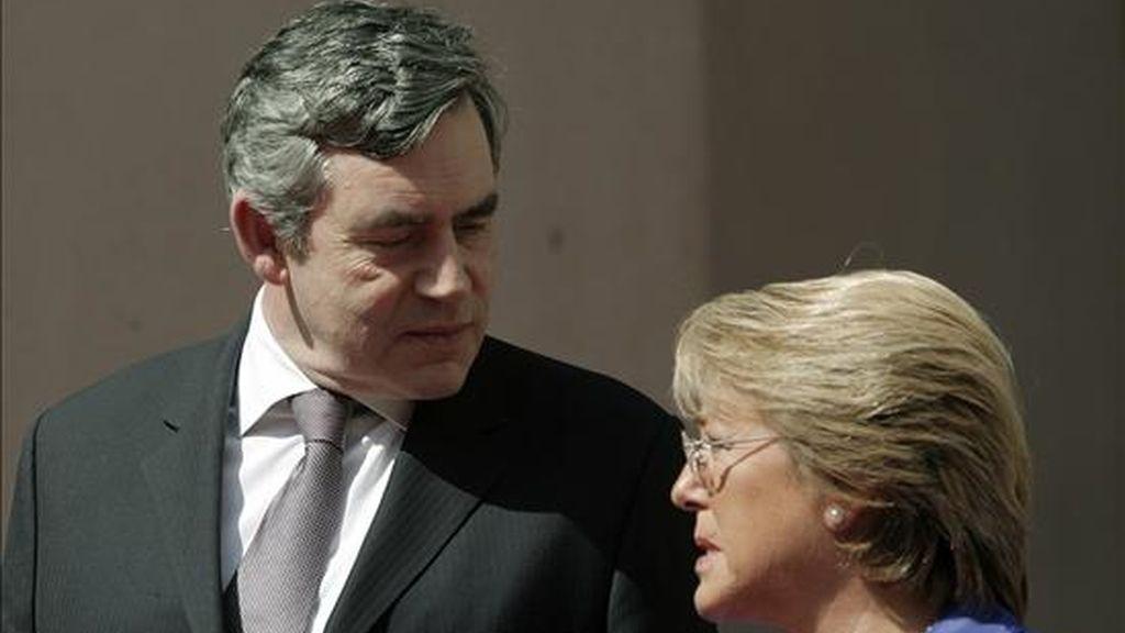 La presidenta de Chile, Michelle Bachelet, recibió este viernes al primer primer ministro británico, Gordon Brown en el palacio La Moneda. EFE