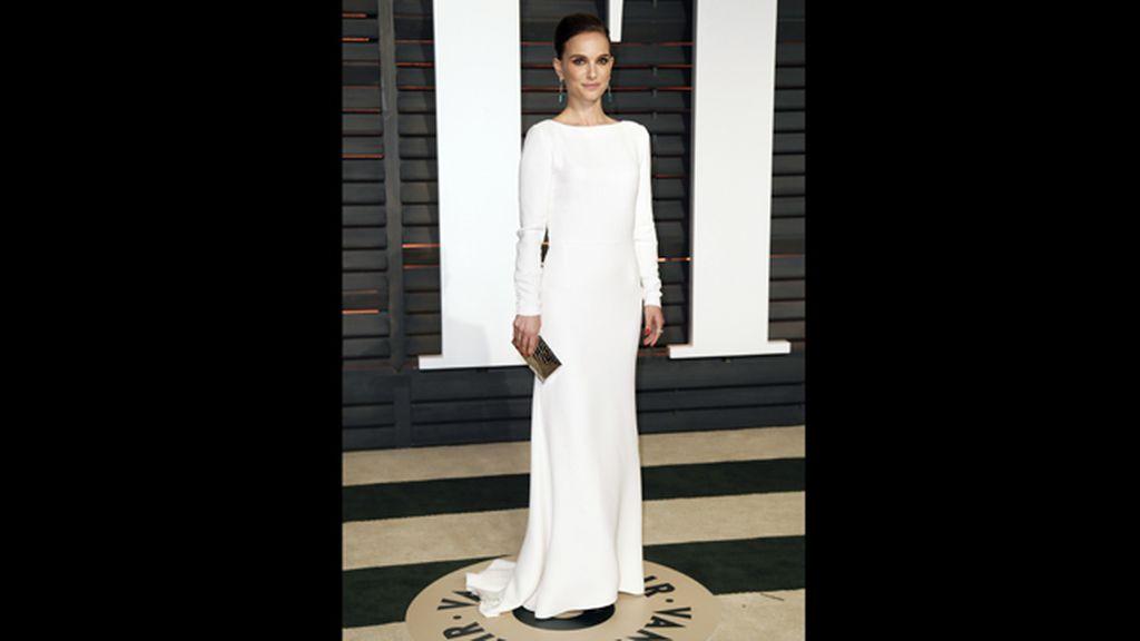 La actriz Natalie Portman, con un elegante vestido blanco