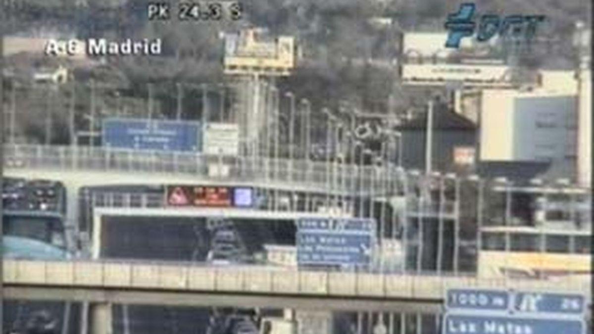 La carretera A-6 está cortada en sentido salida en el kilómetro 24. Vídeo: ATLAS
