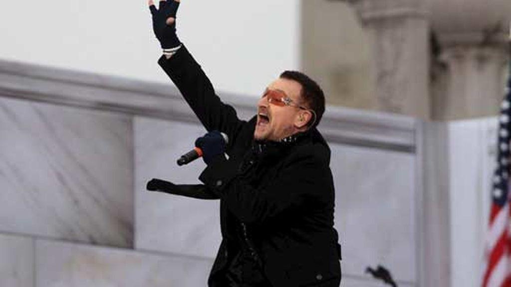 El líder de U2 en el concierto 'We are de one' de bienvenida a Obama, a la presidencia de EEUU. Foto AP