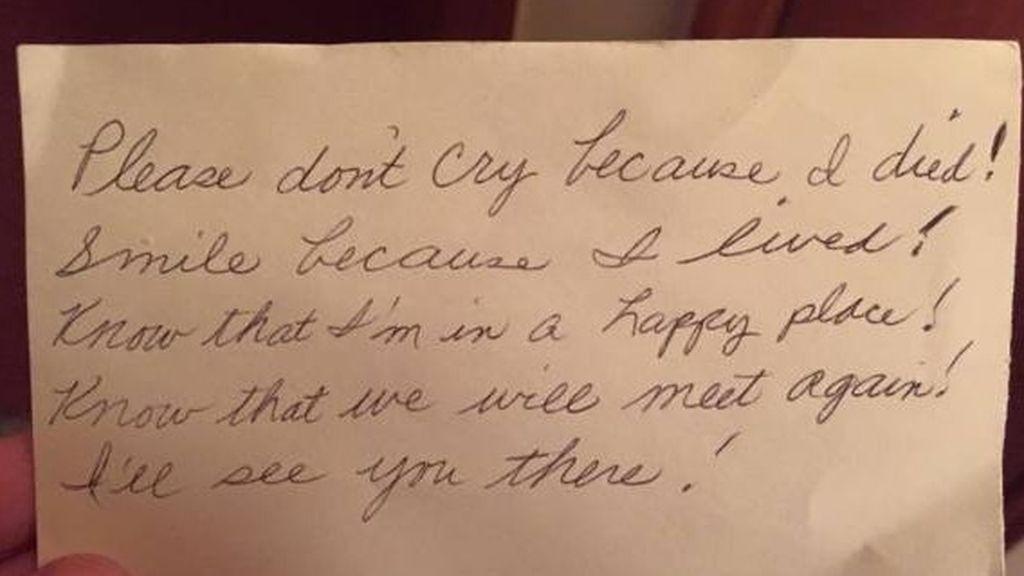 Un hombre encuentra una emotiva nota que escribió su esposa antes de morir