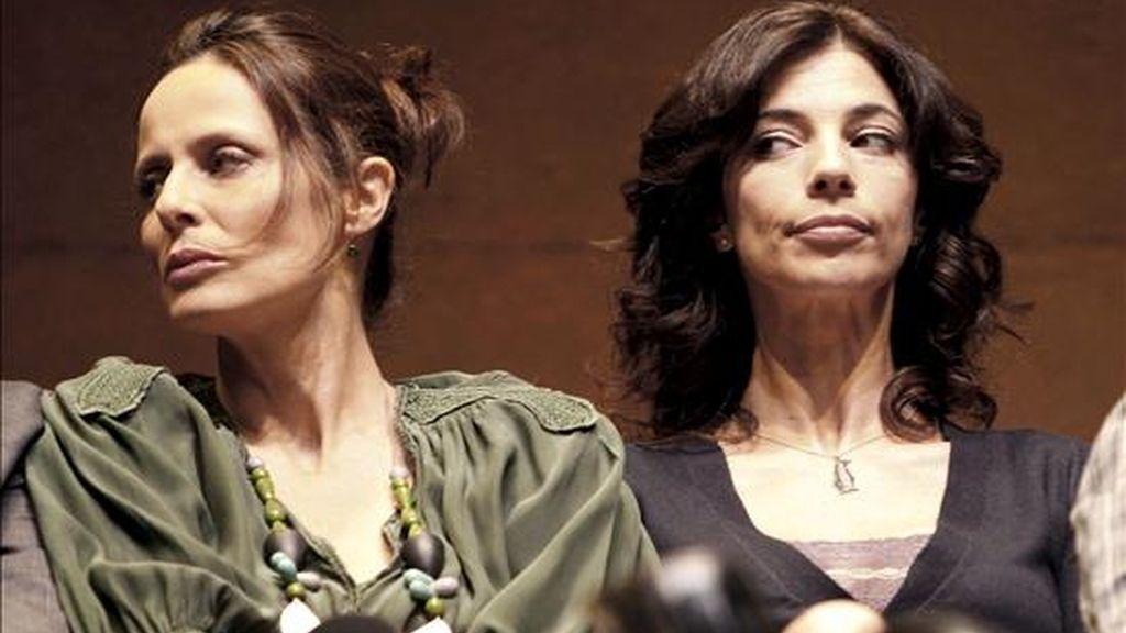 """Las actrices Aitana Sánchez-Gijón (i) y Maribel Verdú (d) se enfrentan de manera irracional en la obra teatral """"Un dios salvaje"""". EFE"""