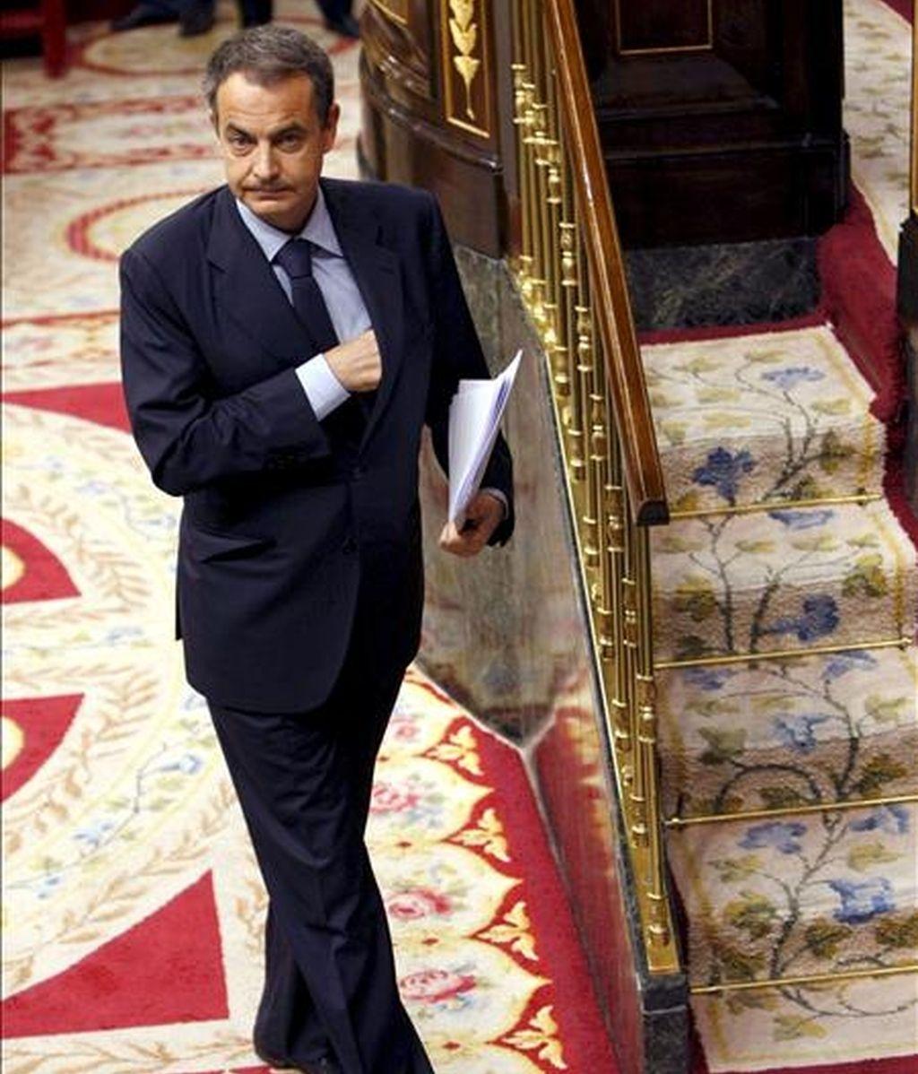 El presidente del Gobierno, José Luis Rodríguez Zapatero, se dirige a la tribuna, durante la sesión de control al Ejecutivo del pleno del Congreso de los Diputados. EFE