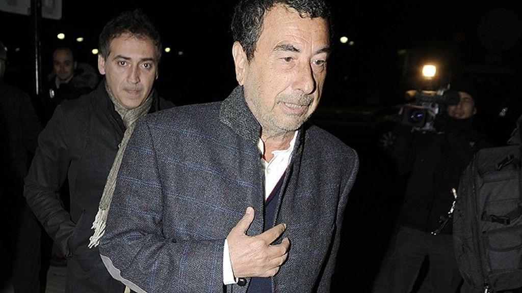 El director José Luis Garci acudió al tanatorio de Tres Cantos para despedirse de Fernando Guillén