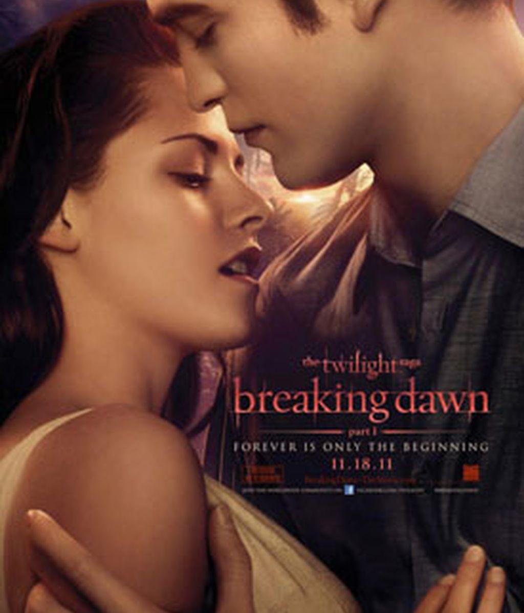 Los actores Kristen Stewart y Robert Pattinson en el cartel de la película amanecer. Foto: Gtres