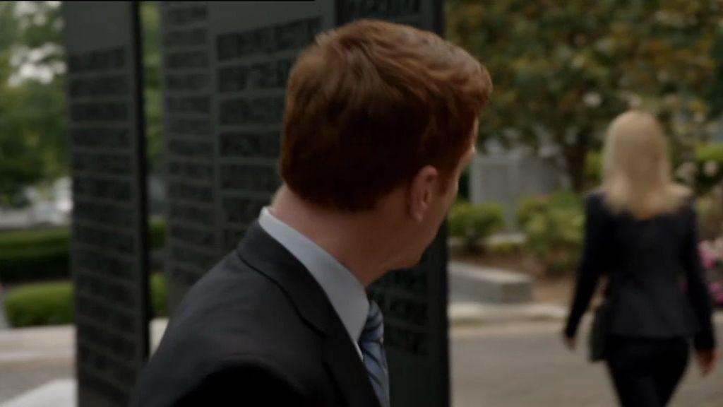 Brody y Carrie vuelven a verse varios meses más tarde