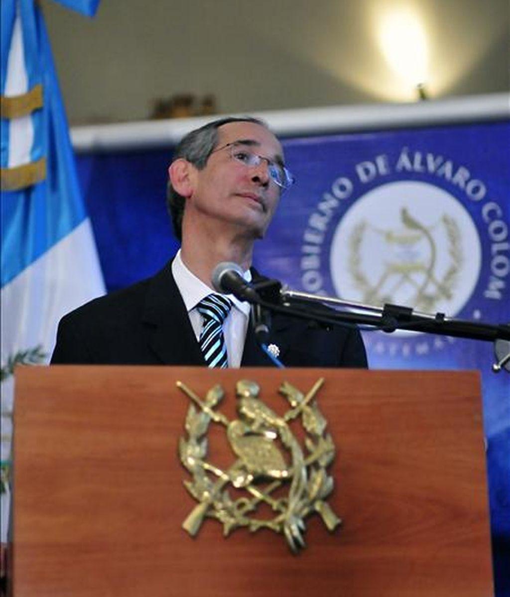 El presidente de Guatemala, Álvaro Colom dijo que sólo reconoce como presidente constitucional de Honduras a Manuel Zelaya, quien fue destituido por el Congreso de su país. EFE